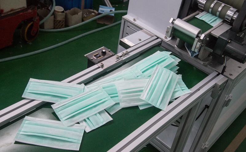 中国侨商疑高价出售中口罩给捷克政府。