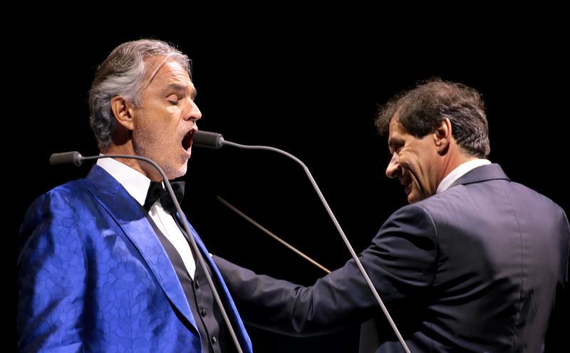 意大利着名男高音波伽利。