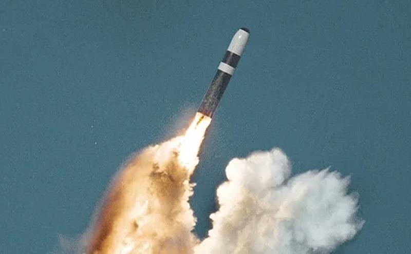 美国三叉戟II型弹道飞弹。