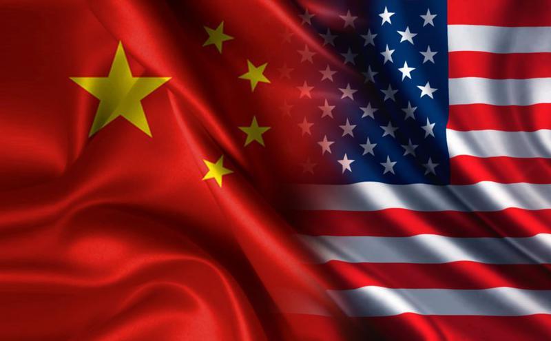 美中两国国旗。