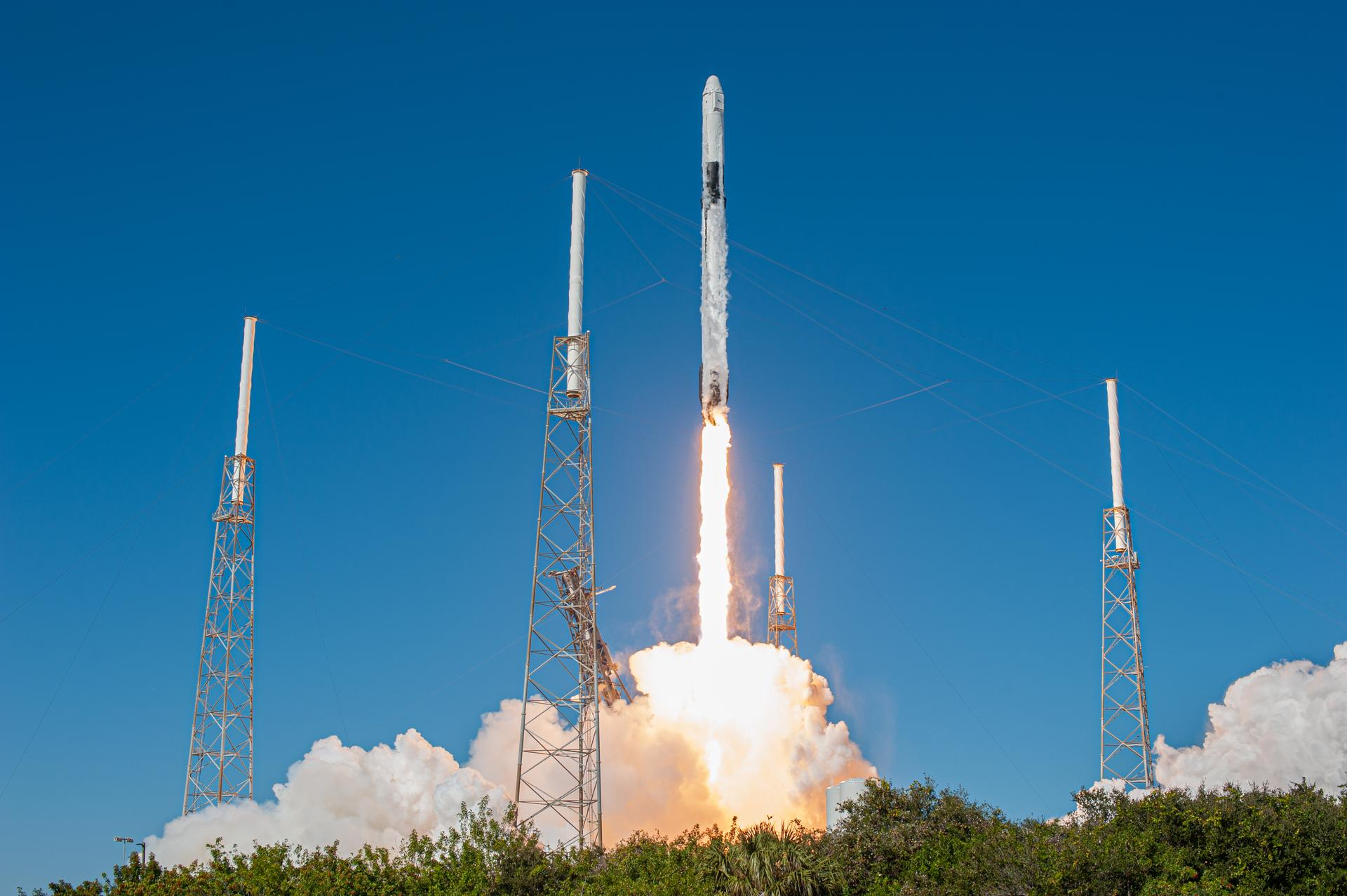 Space X成功载人上太空站