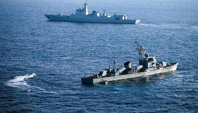 中国舰队正在南海演习