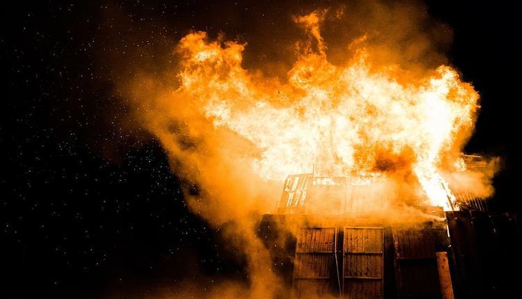 墨尔本周二(9月8日)晚上发生两起大火,造成一人死亡,一个家庭因房屋被烧毁而无家可归