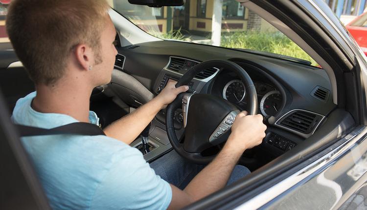 英国交通部,25岁以下司机,分级驾照,道路安全