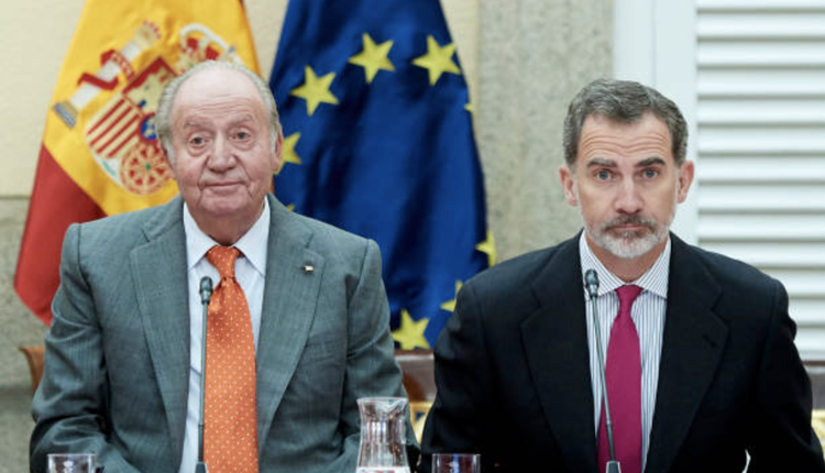 西班牙前国王卡洛斯(左)西班牙现任国王菲利佩六世