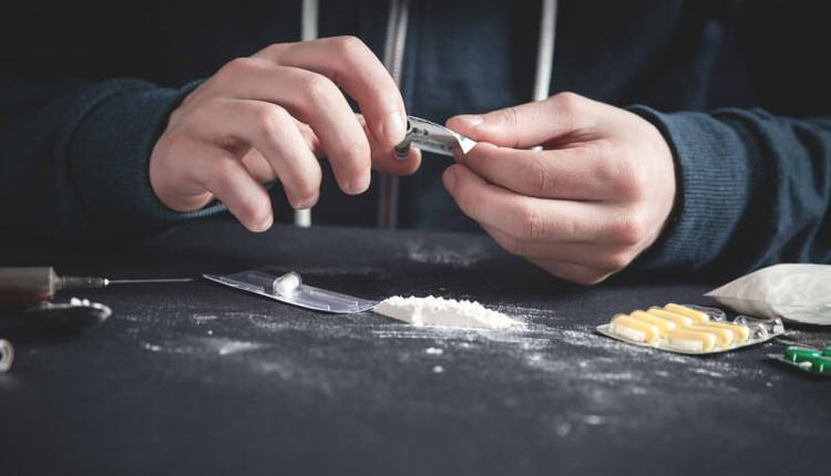 医学生偷麻药给女友吸食致其死亡