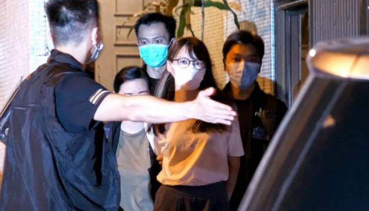 8月10日晚,前香港众志成员周庭在寓所被捕