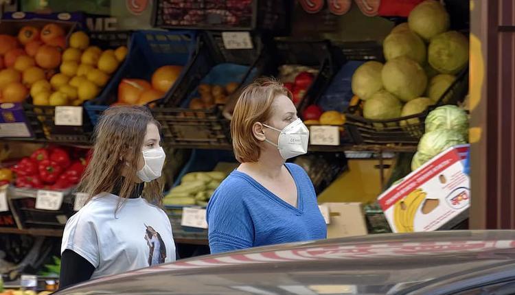 商店购物戴口罩