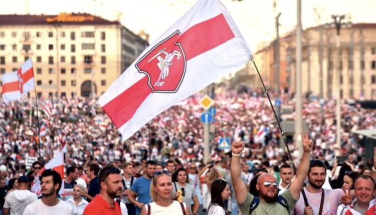 白俄罗斯民众上街抗议总统大选不公