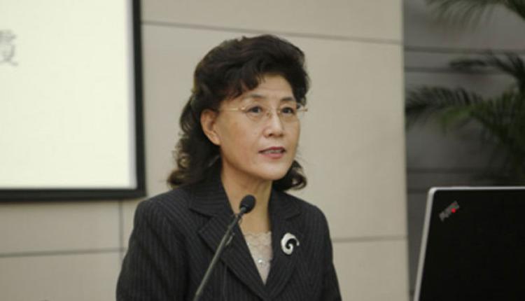 中央党校退休教授蔡霞
