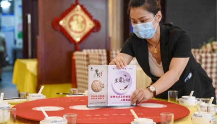 """河北邯郸一家餐厅今年8月推出""""光盘行动""""响应习近平的禁止餐饮浪费"""