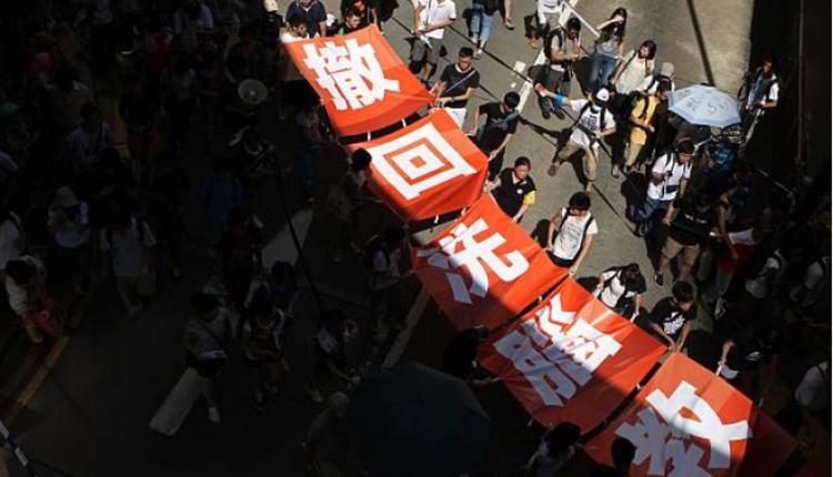 2012香港学生发起反国教运动要求政府撤回德育及国民教育科