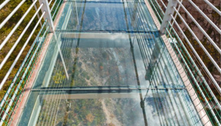 辽宁本溪虎谷峡景区内玻璃滑道发生事故