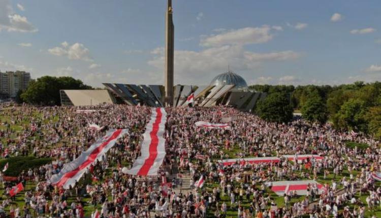 白俄罗斯民众在首都明斯克示威