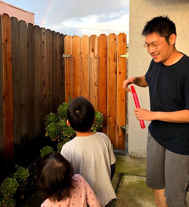 刘力朋一家定居美国。