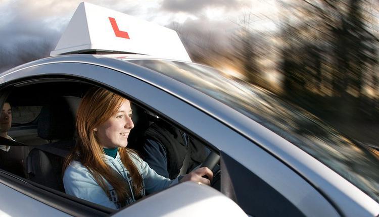 自动驾照, 英国