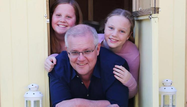 莫里森和他的两名女儿
