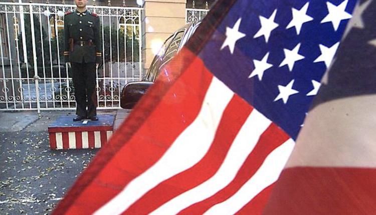 中国政府已停止为驻中国的美媒记者续签记者证。