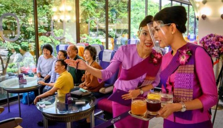 泰航总部咖啡厅改造成机舱风格