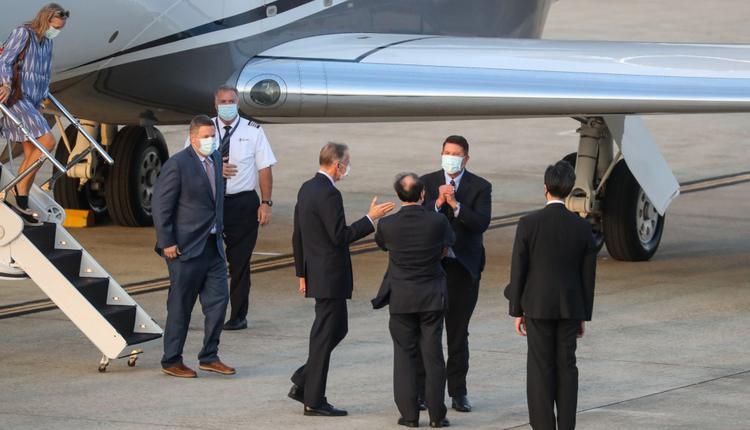 美国国务院次卿柯拉克(Keith Krach)(后右)17日率团访台
