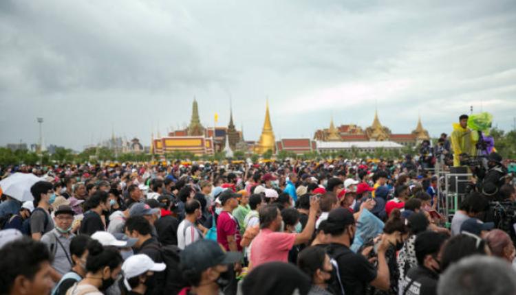 泰国民众9月20日要求集散议会总理辞职的集会有上万人参加