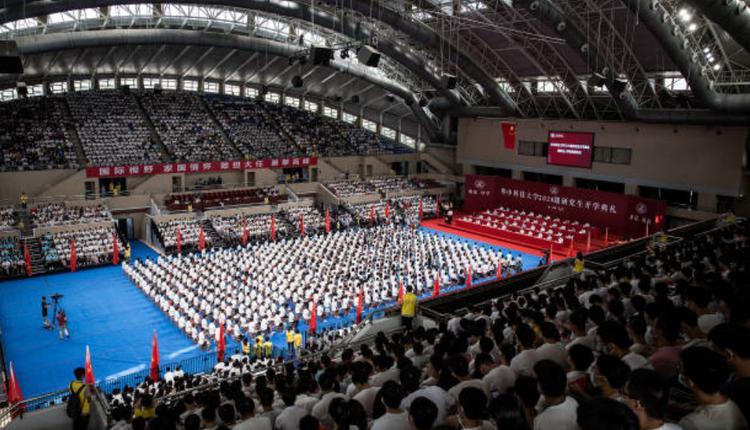 9月4日武汉一间大学开学典礼