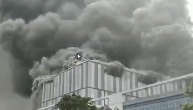 华为在东莞市松山湖高新区一处实验室著火(图片来源:微博)