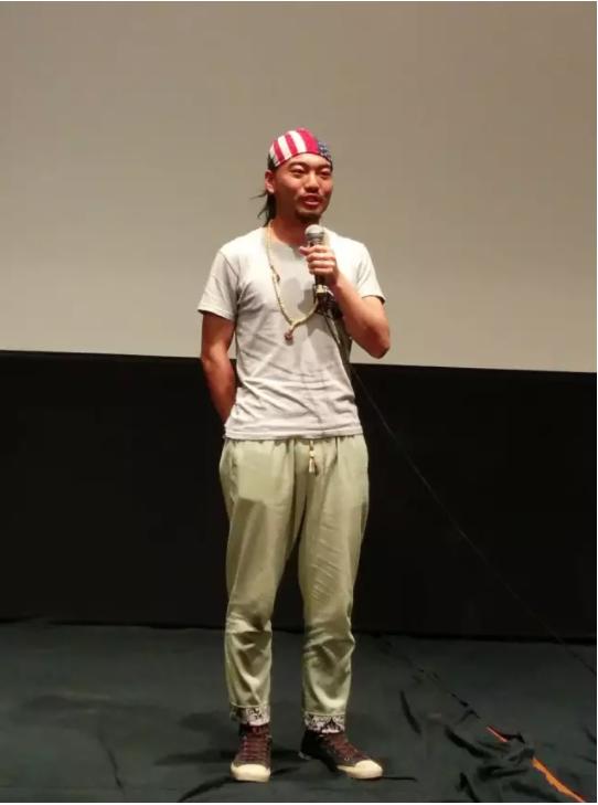 大学毕业后的小赵出现在《少年小赵》放映会