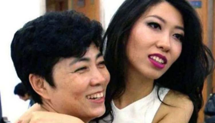 曲婉婷(右)坚称母亲张明杰(左)的涉贪指控是冤枉的。