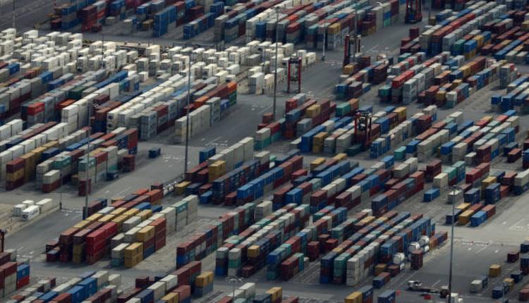 墨尔本港可以看到集装箱