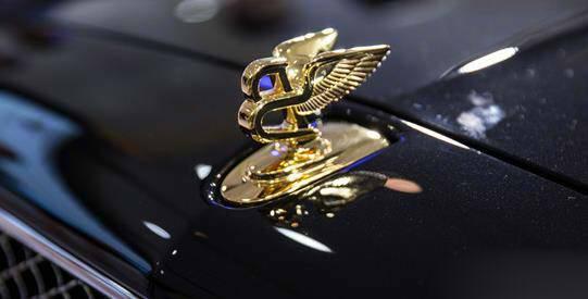 宾利慕尚——24K镶金双翼车标