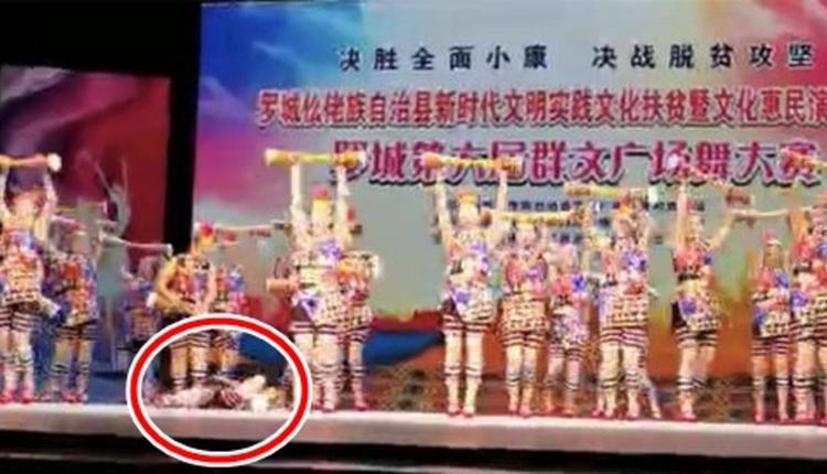 广场舞比赛一名大妈倒地身亡同伴仍继续跳舞
