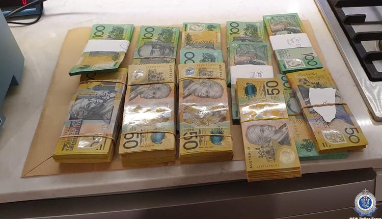 悉尼两华男涉赌场诈骗被捕 警方缴获57万澳元现金