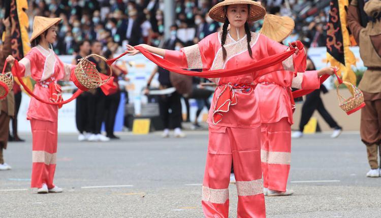 国庆大会登场 客家传统戏曲揭开序幕(图片来源:中央社)