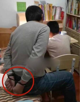 辅导孩子做作业的吴先生
