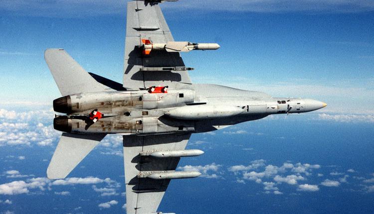 A-18C大黄蜂挂载SLAM-ER飞弹