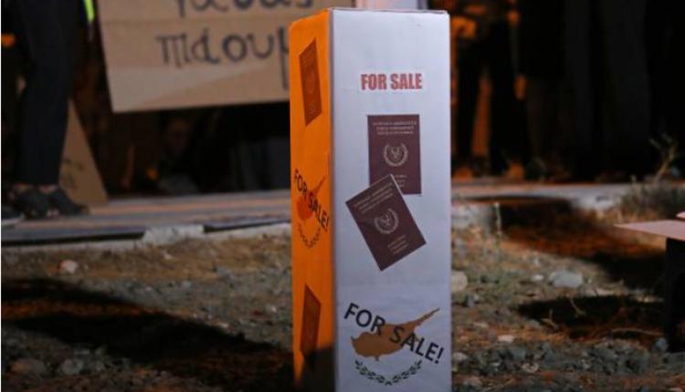 """塞浦路斯的""""黄金护照""""政策引发当地民众不满"""