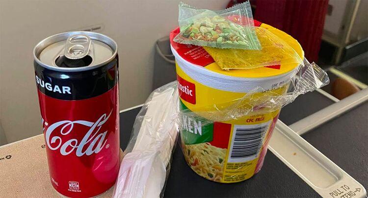 飞机餐是$0.8泡面 维珍航空商务舱乘客:无法接受!