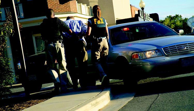 美国联邦调查局(FBI)逮捕嫌疑犯