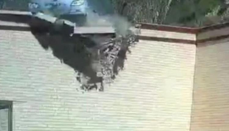 甘肃大巴从天降  坠落农家院