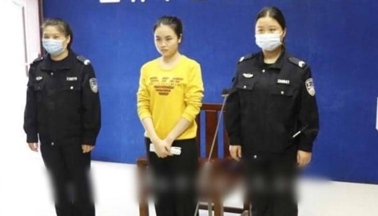 李凤萍(中)庭审现场