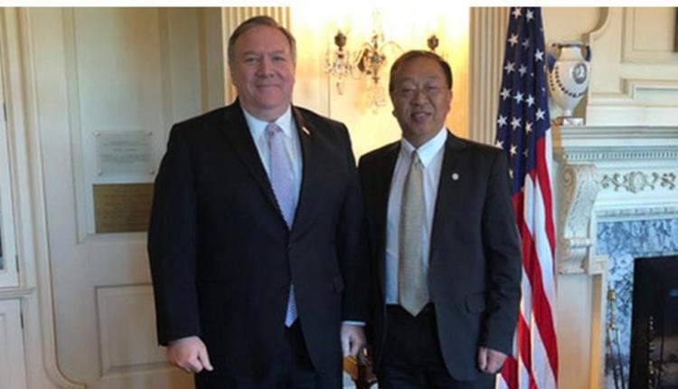美国国务卿蓬佩奥与余茂春(Miles Yu)
