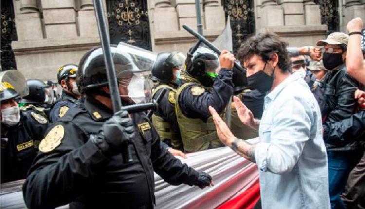 秘鲁街头抗议