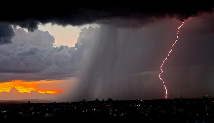 大风暴雨 恶劣天气