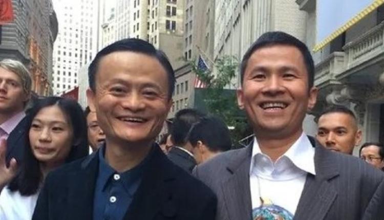 马云与钱峰雷在华尔街合照