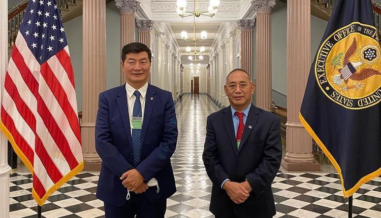 西藏流亡政府首长洛桑森格(左)
