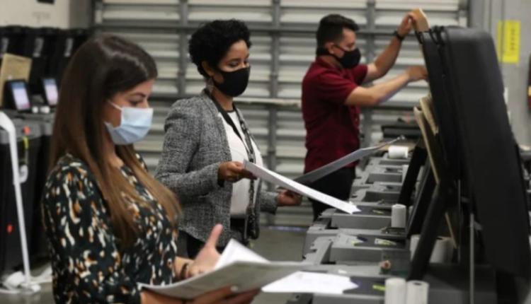 佛州工作人员在测试投票机