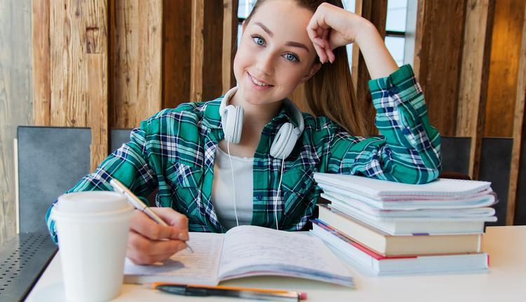 青少年或学生