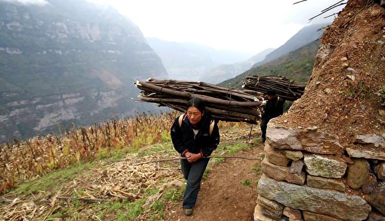 贫困县,脱贫,山区农民,中国特色,机会平等,经济自由