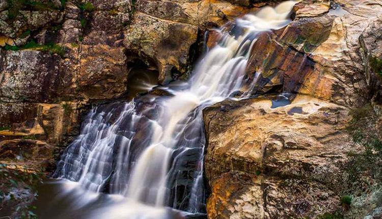 羊毛棚瀑布Woolshed Falls